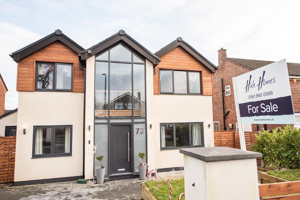 4 Bed Detached Property for Sale in Hale Barns, WA15 8PZ