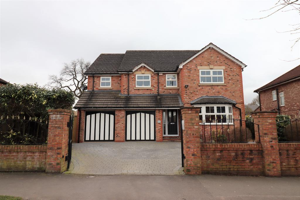 4 Bed Detached Property for Sale in Altrincham, WA15 7PS