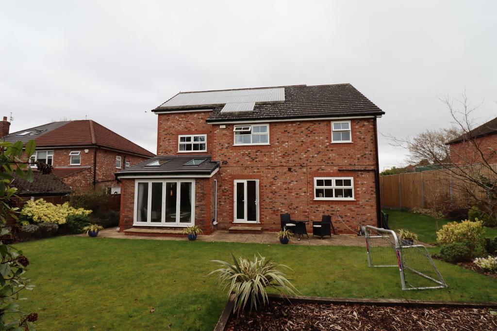 4 Bedroom Detached for Sale in Altrincham, WA15 7PS