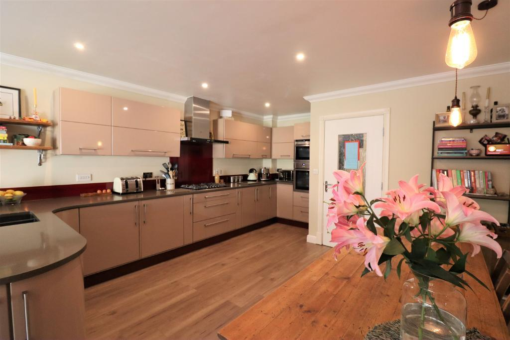 3 Bedroom Town house for Sale in Hale, WA15 8RF