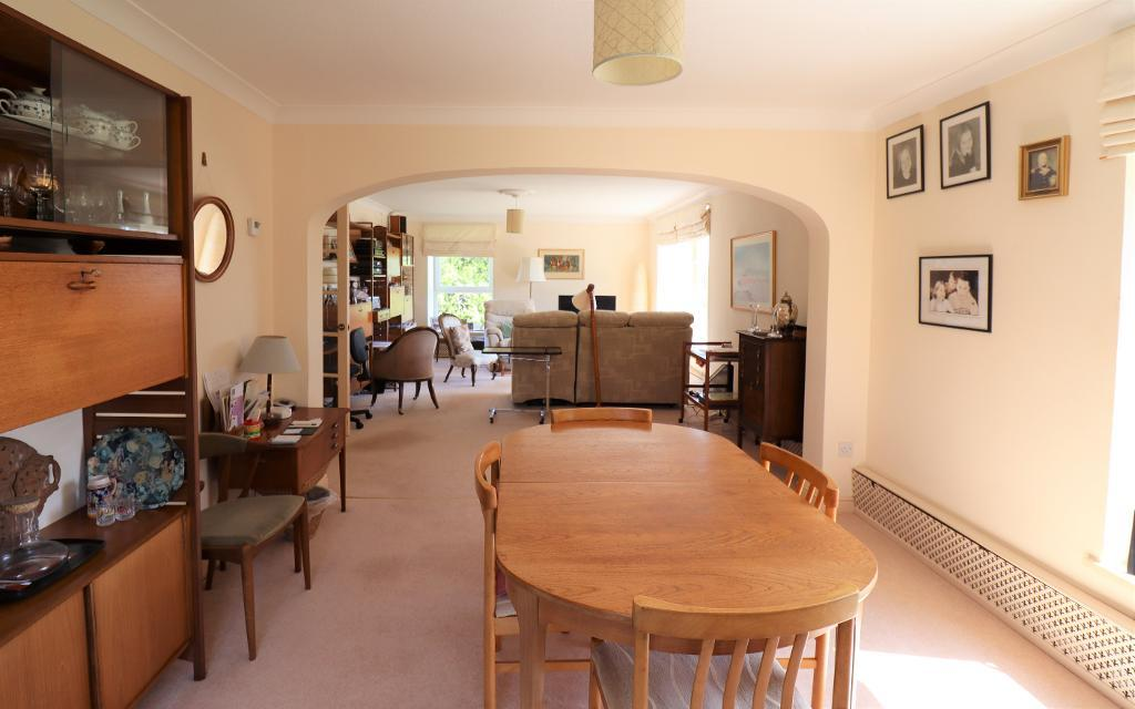 3 Bedroom Flat for Sale in Bowdon, WA14 2UA